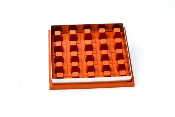 Zila Tortenform für 25 Würfel mit Metallplatte
