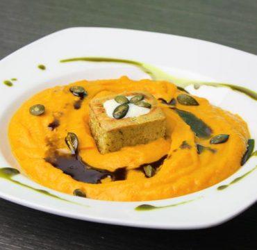 Kürbissuppe mit Riesen-Croutons: Ein Rezept – zwei Varianten